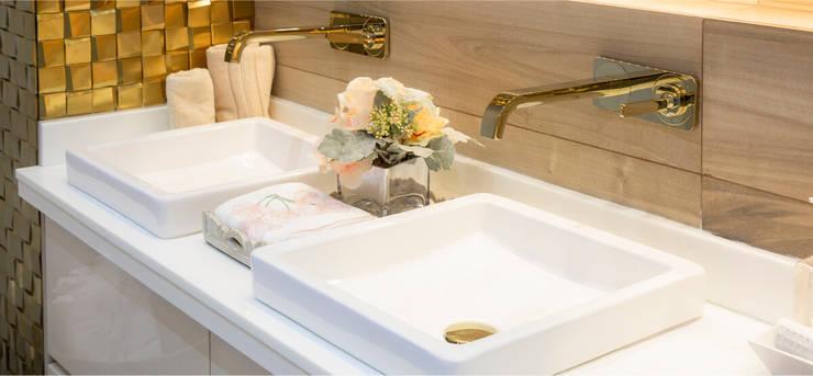 Baño Luxury: Baños de estilo  por CAMALEON DISEÑOS, Minimalista