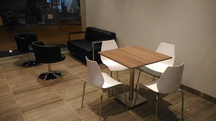 mobiliario comercial: Hoteles de estilo  por CAMALEON DISEÑOS, Minimalista