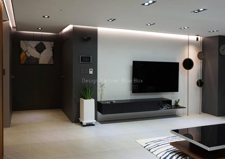 거실 디자인 : Design Partner Blue box의  거실