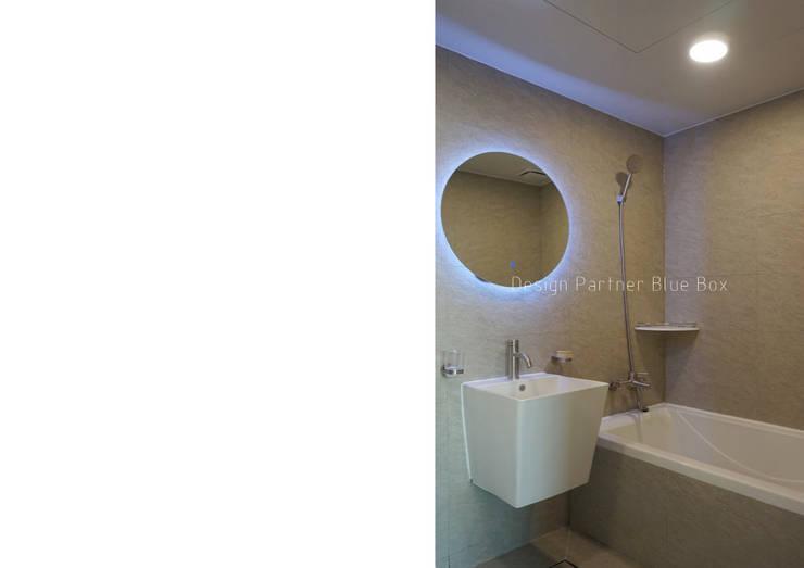 욕실 디자인: Design Partner Blue box의  욕실