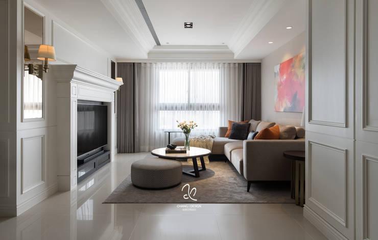 吾琚:  客廳 by 成綺空間設計