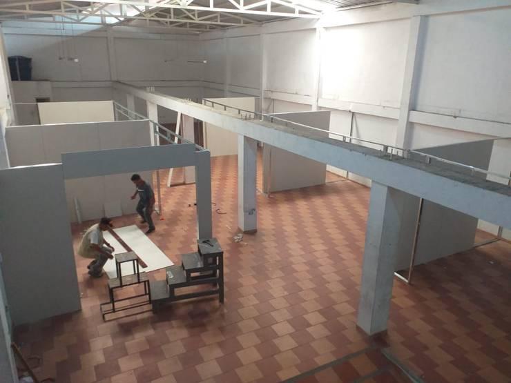 construccion de locales comerciales-  Centro comercial el Arriero : Centros comerciales de estilo  por s+s sady silva Arquitectura