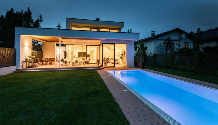 Pool und Garten und modernes Haus Moderner Garten von AL ARCHITEKT - in Wien Modern