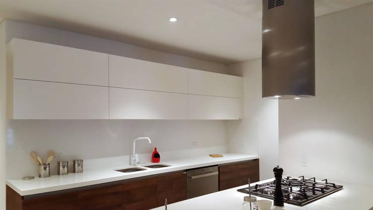 Modern kitchen by Milestone Modern