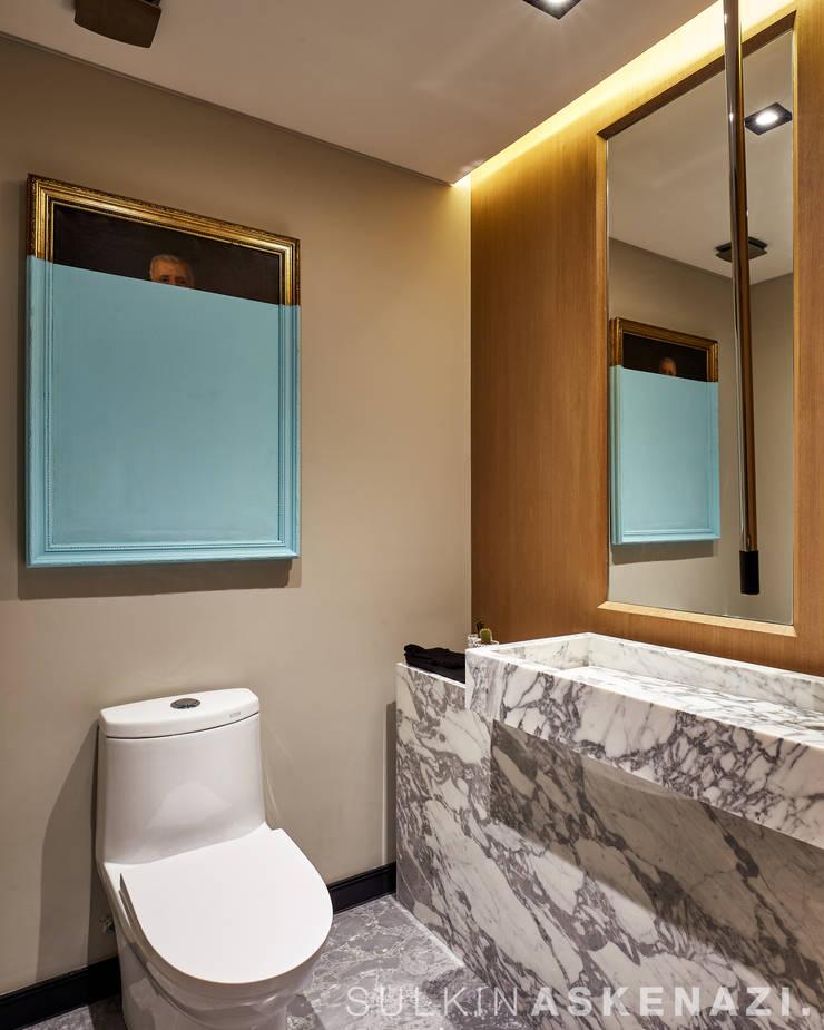 Bathroom by Sulkin Askenazi, Modern