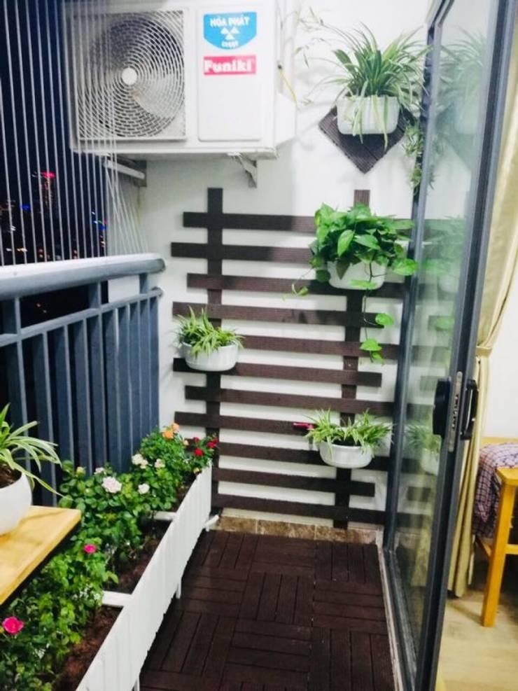 Trang trí ban công chung cư Ecolife Tây Hồ:  Balconies, verandas & terraces  by Ban Công Xanh