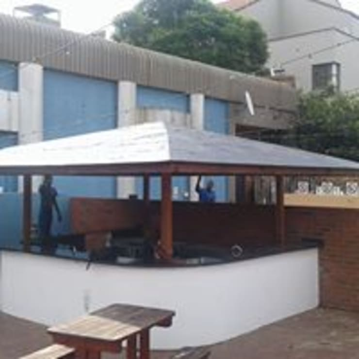 Shop Fitting (Madison Avenue Club in Rivonia):   by Pulse Square Constructions