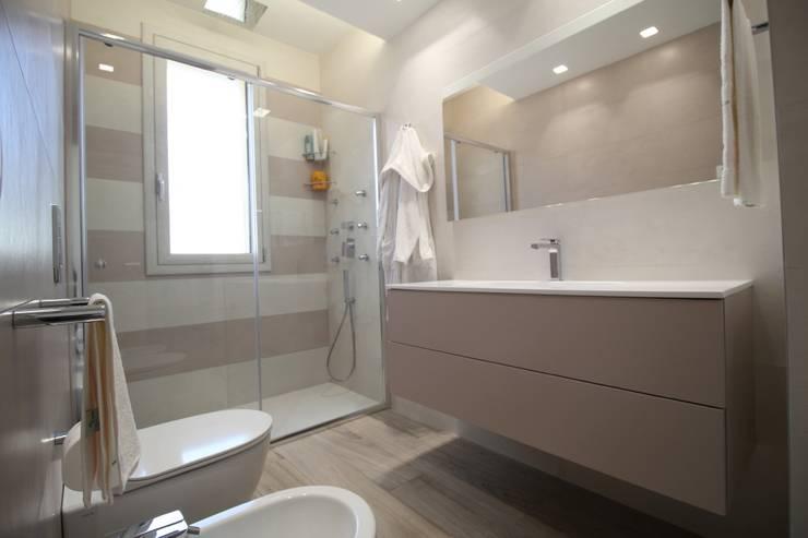 Casas de banho  por Giuseppe Rappa & Angelo M. Castiglione