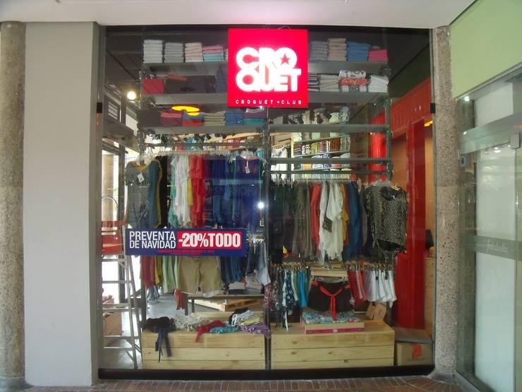 FACHADA COMERCIAL: Centros comerciales de estilo  por Proyecond Obras SAS, Industrial Vidrio