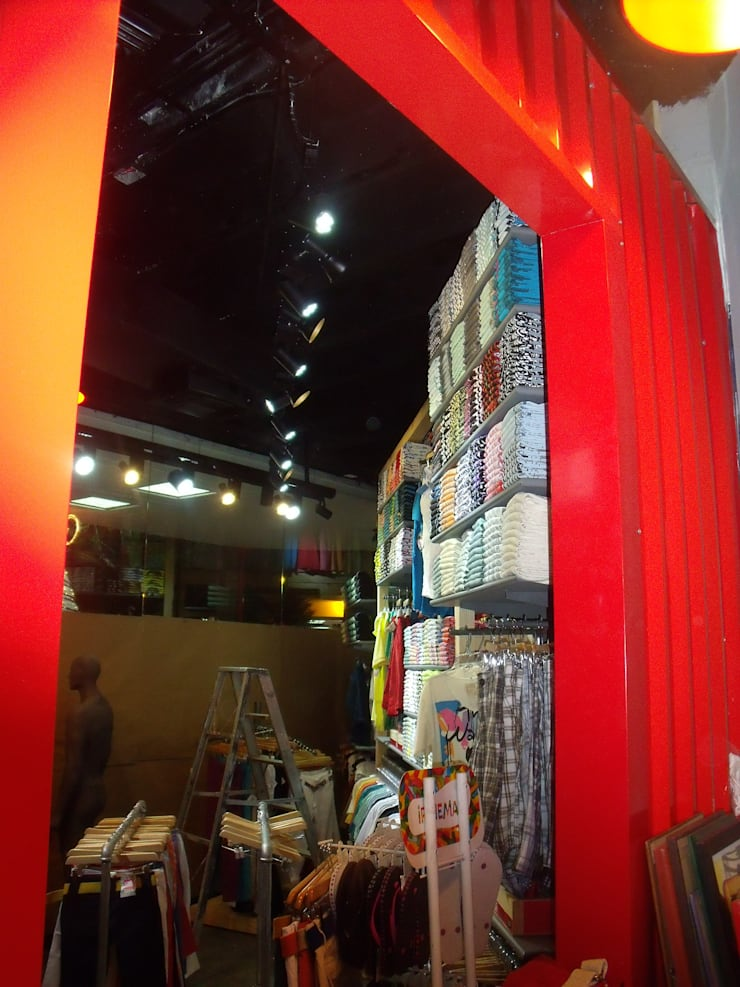 REMODELACION LOCAL COMERCIAL: Centros comerciales de estilo  por Proyecond Obras SAS, Industrial Madera Acabado en madera