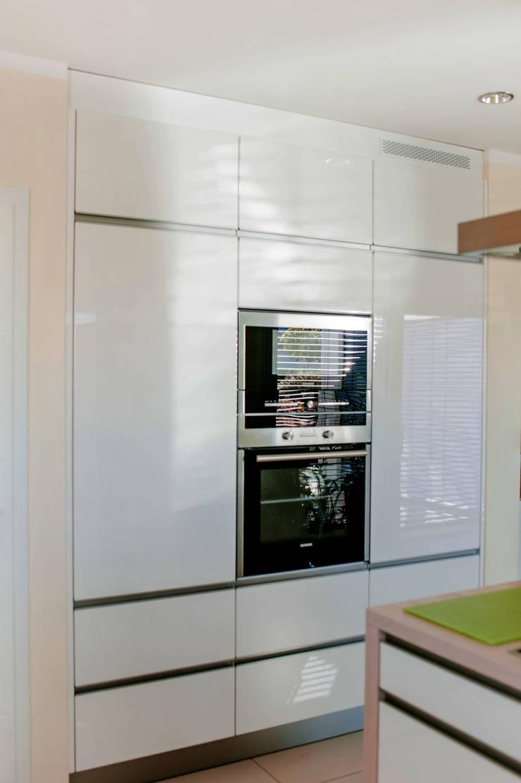 Küchen-Hochschrank in Mauernische von T-raumKONZEPT - Interior Design im Raum Nürnberg Modern
