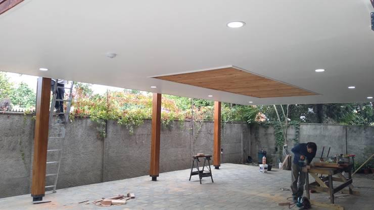 Diseño y construcción de Cobertizo – Juan Jara: Techos planos de estilo  por eco cero