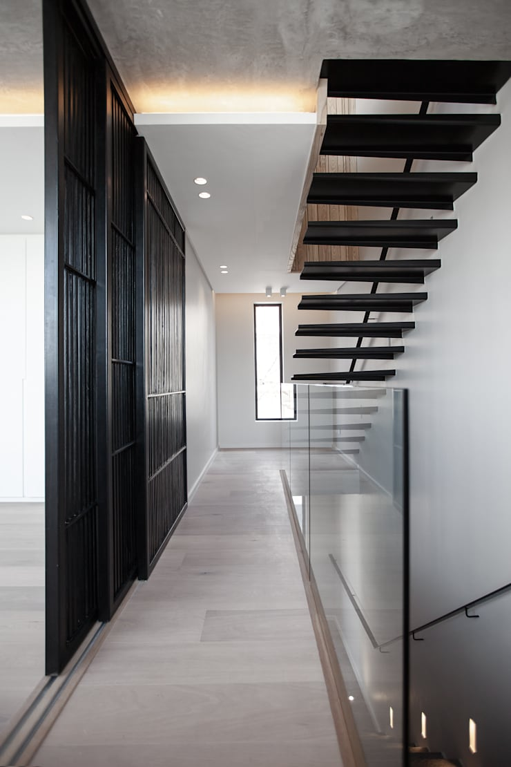 152 Waterkant :  Stairs by GSQUARED architects