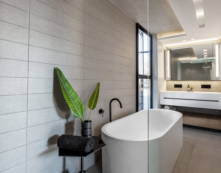 152 Waterkant :  Bathroom by GSQUARED architects,
