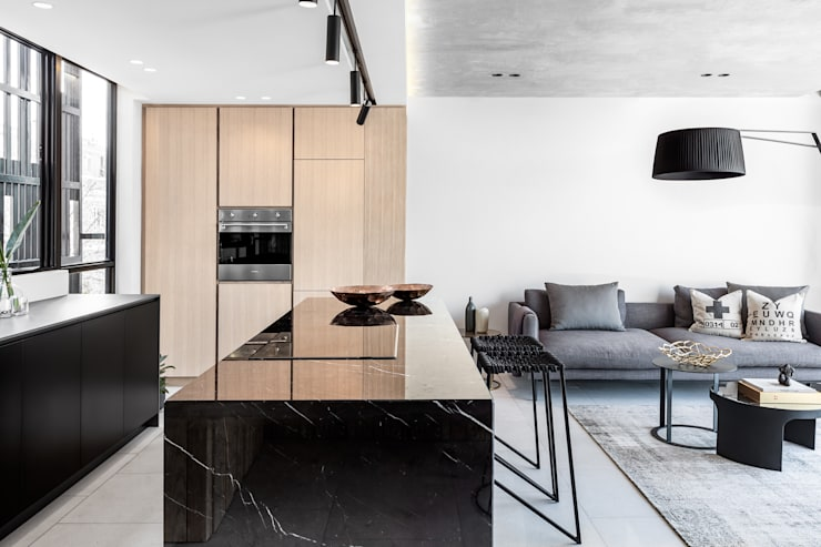 152 Waterkant :  Kitchen by GSQUARED architects