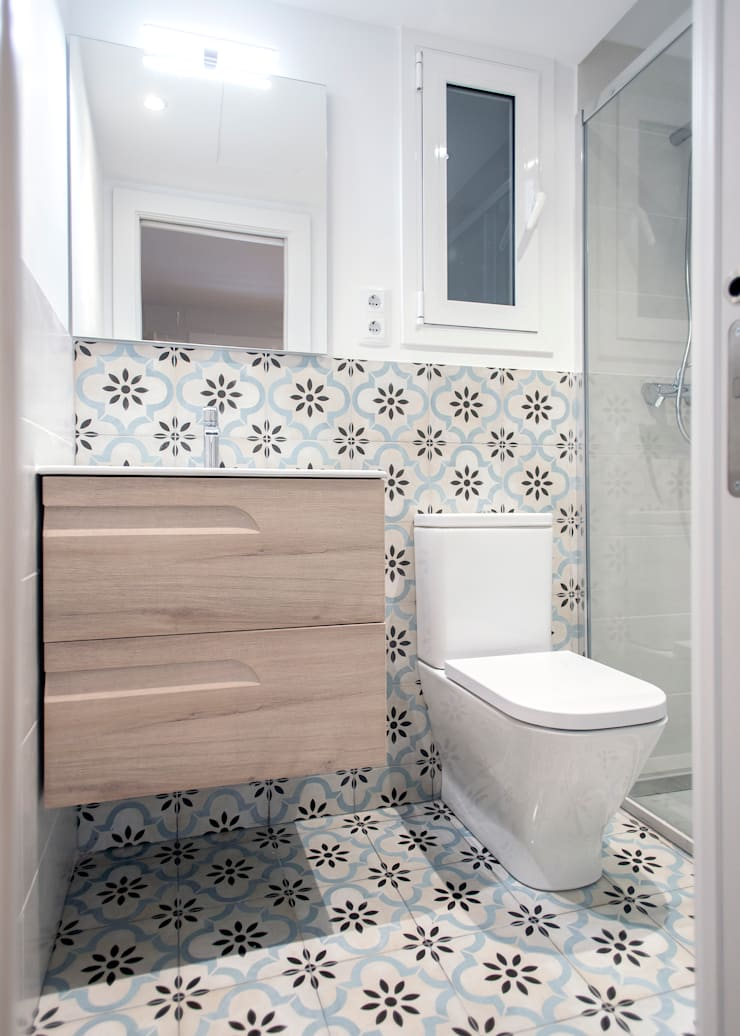 Bathroom by Grupo Inventia, Modern Tiles