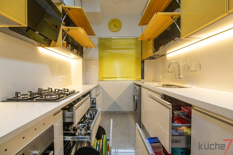 Affordable kitchen designed for Anupama Kumar, Mumbai:  Built-in kitchens by Küche7 ,Modern
