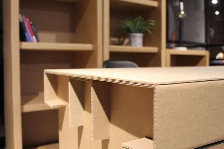 ESCRITORIO CARTON: Estudios y oficinas de estilo  por Modulec