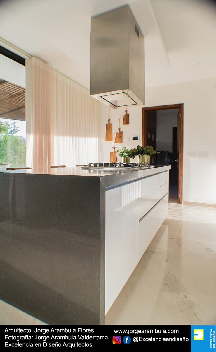 Built-in kitchens by Excelencia en Diseño