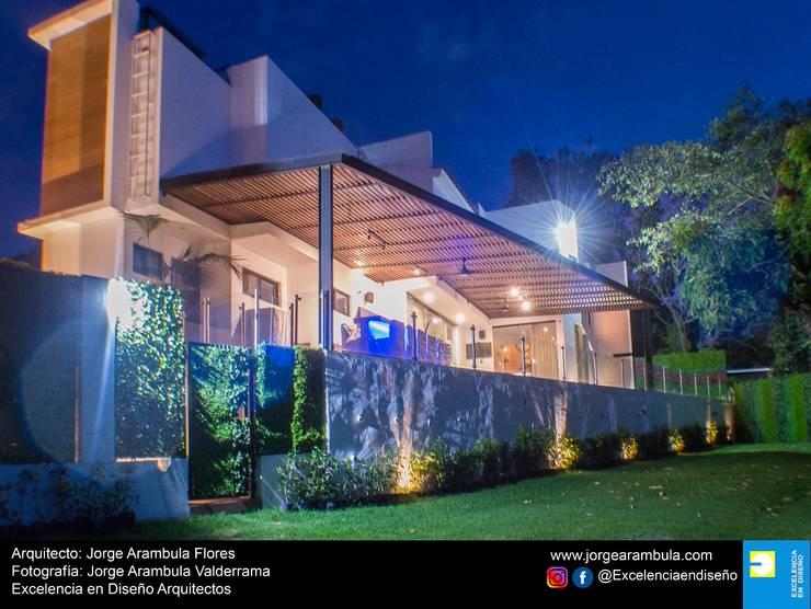 Casa Lagos 94: Casas de estilo  por Excelencia en Diseño,