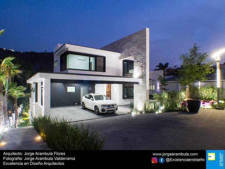 Casa La Nogalera: Casas de estilo  por Excelencia en Diseño,