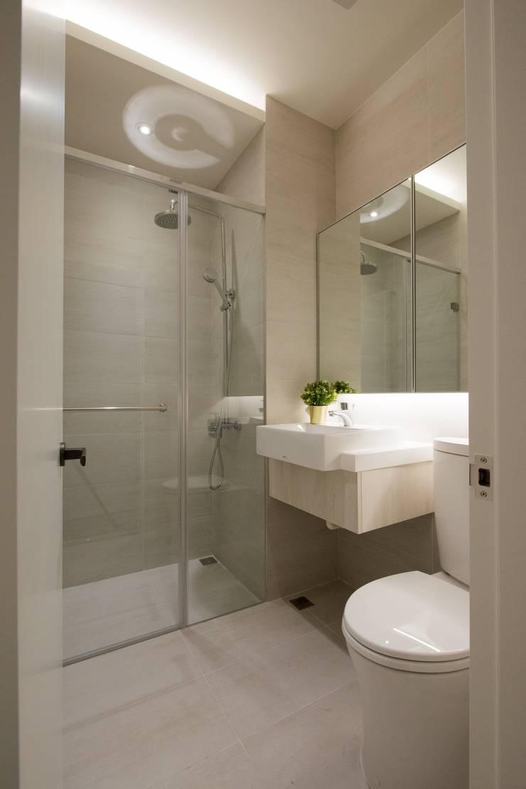 CL HOUSE:  浴室 by 裊裊設計 KATE CHANG DESIGN STUDIO