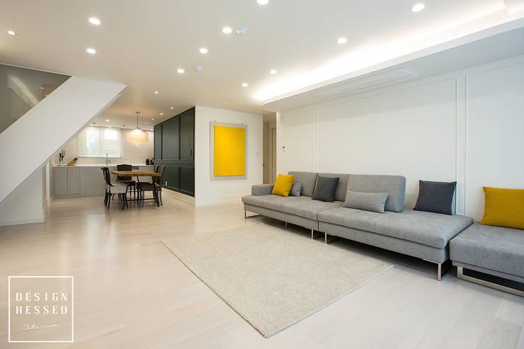대전 어은동 한빛아파트 51평-거실, 주방: 디자인 헤세드의  거실,