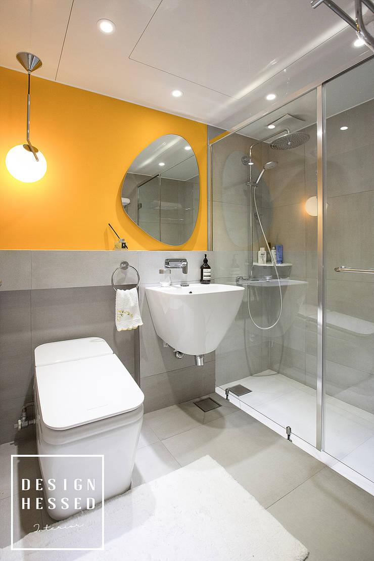 대전 어은동 한빛아파트 51평-침실, 아이방, 욕실: 디자인 헤세드의  욕실,