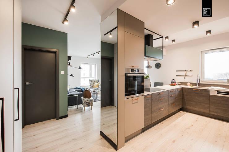 OŻYWIAMY KOLOREM! Eclectic style corridor, hallway & stairs by KODO projekty i realizacje wnętrz Eclectic