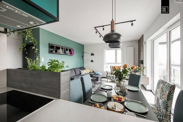 OŻYWIAMY KOLOREM! Minimalist dining room by KODO projekty i realizacje wnętrz Minimalist