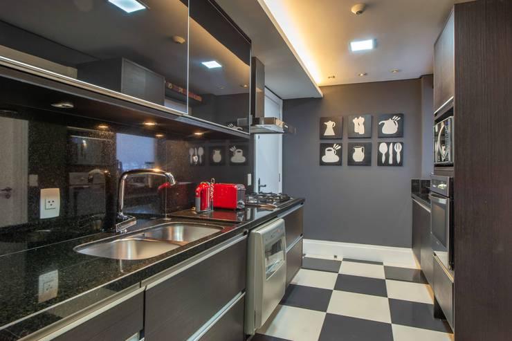 Piso estilizado rejuvenesce o ambiente Cozinhas modernas por BG arquitetura | Projetos Comerciais Moderno