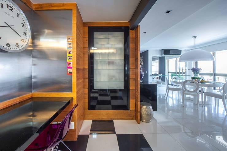 Possibilidade de integração direta com a sala de jantar por BG arquitetura | Projetos Comerciais Moderno