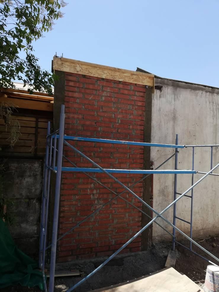 Extension Muro CortaFuego: Casas de estilo  por Remodelaciones Santiago Eirl
