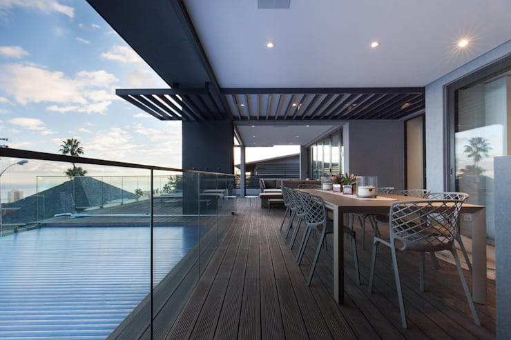 Balcony by KMMA architects, Modern