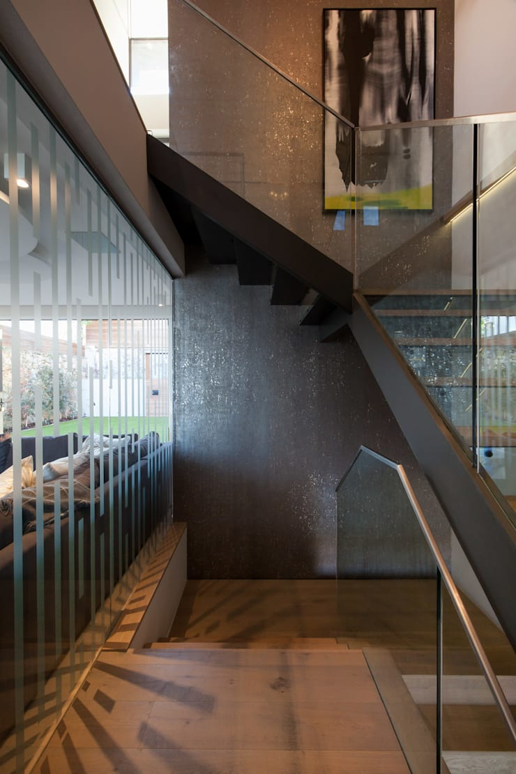Stairs by KMMA architects, Modern