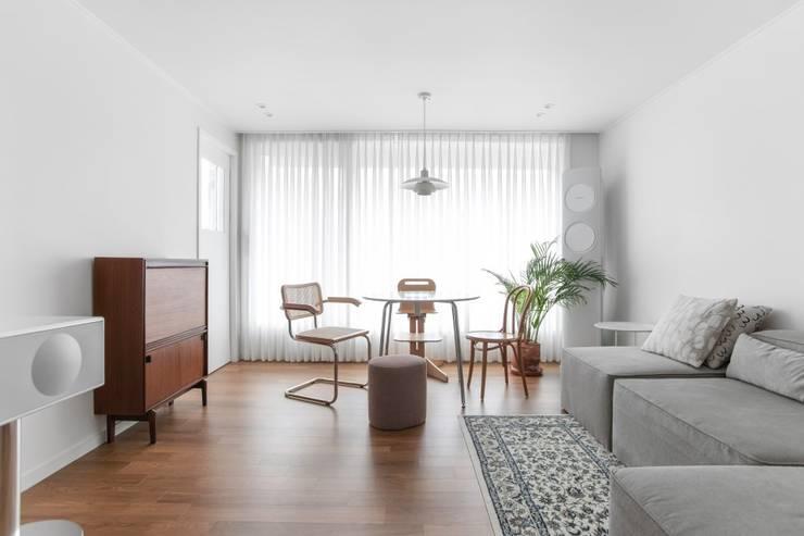 평창동 24PY 아파트: 스튜디오 5mm의  거실,