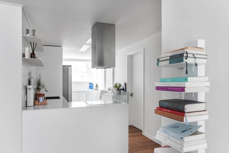 평창동 24PY 아파트: 스튜디오 5mm의  주방,