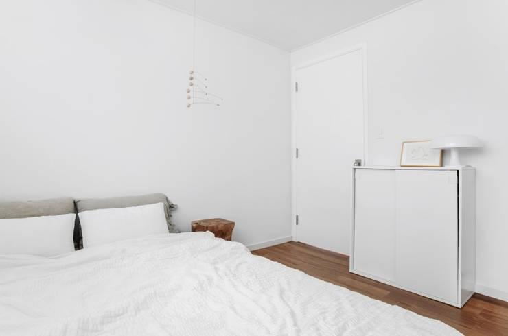 평창동 24PY 아파트: 스튜디오 5mm의  침실,