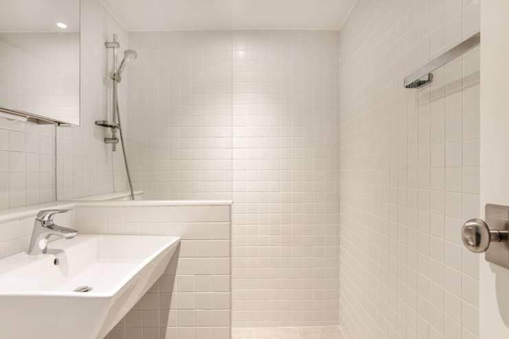 평창동 24PY 아파트: 스튜디오 5mm의  욕실,