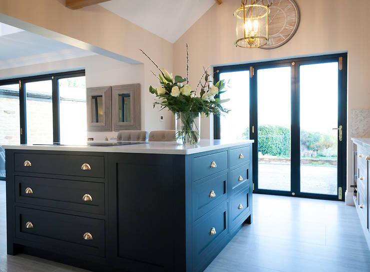 Stunning Cogenhoe Kitchen:  Kitchen units by The White Kitchen Company