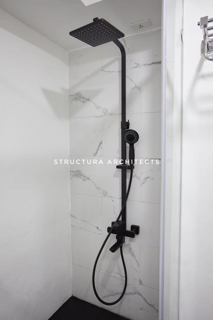 Shower fixture in black finish: modern  by Structura Architects, Modern