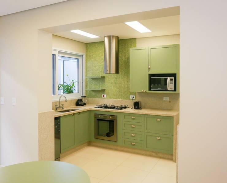 ห้องครัว โดย Lozí - Projeto e Obra, คลาสสิค