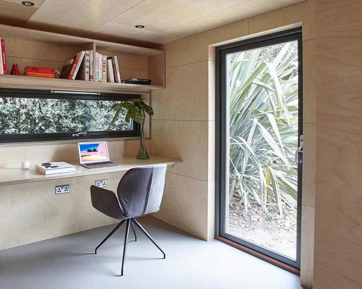Vista dello studio: Studio in stile  di Ecospace Italia srl