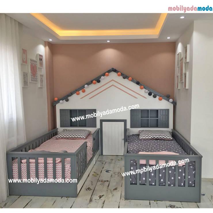 MOBİLYADA MODA  – İkiz Bebek Montessori Odası :  tarz Kız çocuk yatak odası, Modern Ahşap Ahşap rengi