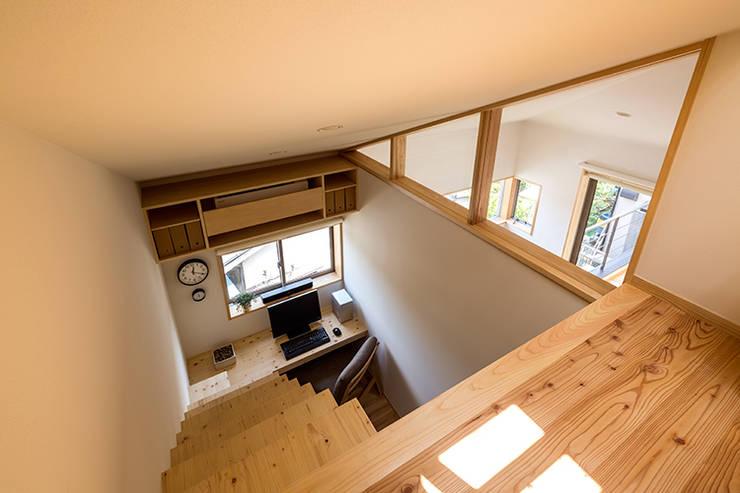 宇都宮・腕木の家: 中山大輔建築設計事務所/Nakayama Architectsが手掛けた書斎です。