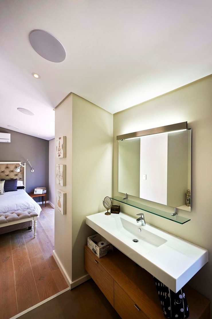 House in Simbithi, Ballito:  Bathroom by John Smillie Architects, Modern