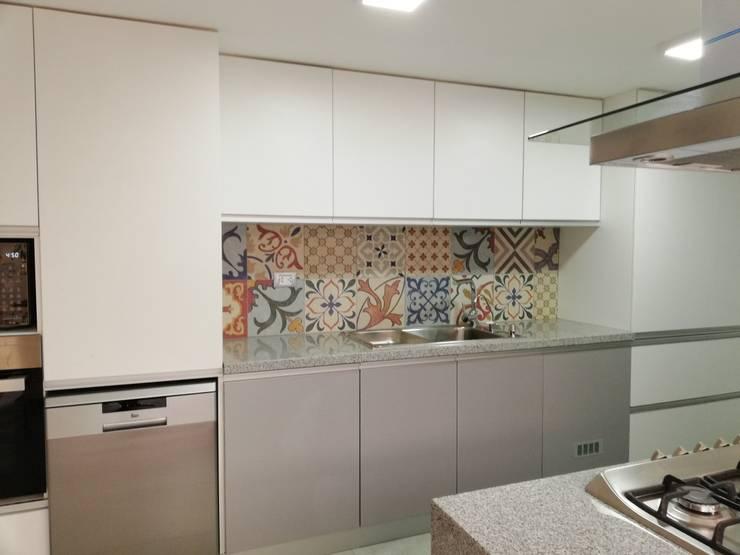 Remodelación de Cocina:  de estilo  por Alicia Ibáñez Interior Design
