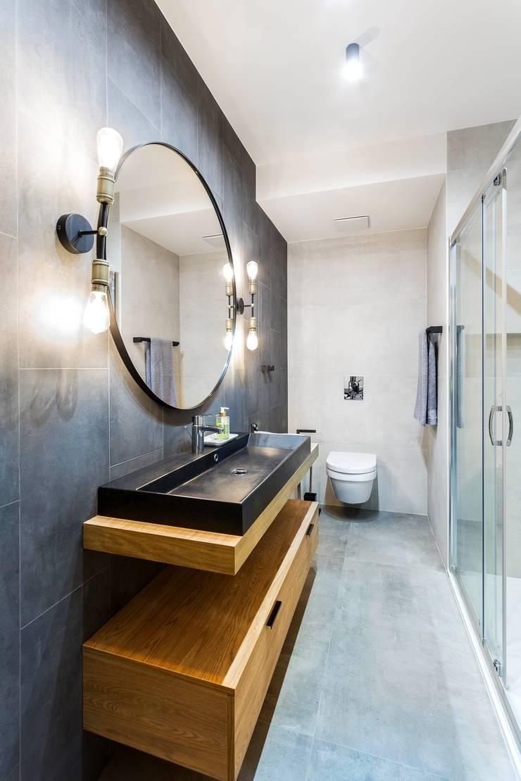 Phòng tắm theo MG Interior Studio Michał Głuszak, Công nghiệp Bê tông