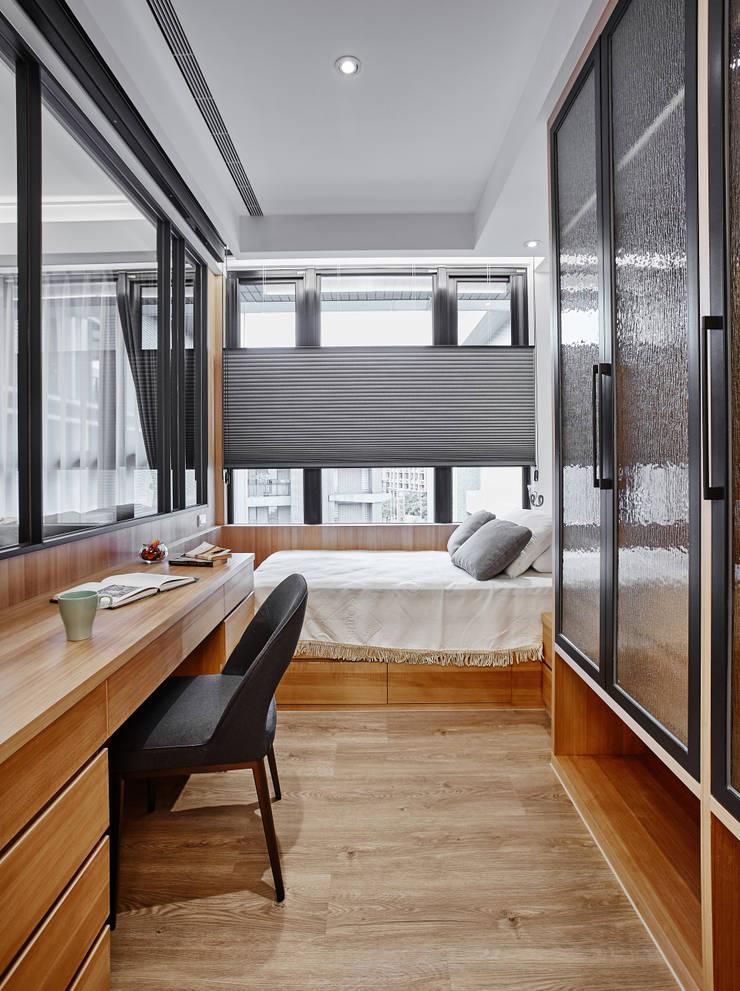 在異鄉思念:  臥室 by 安提阿設計有限公司,