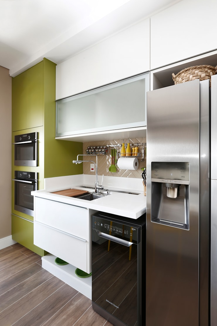 Kleine Küche von INSIDE ARQUITETURA E DESIGN